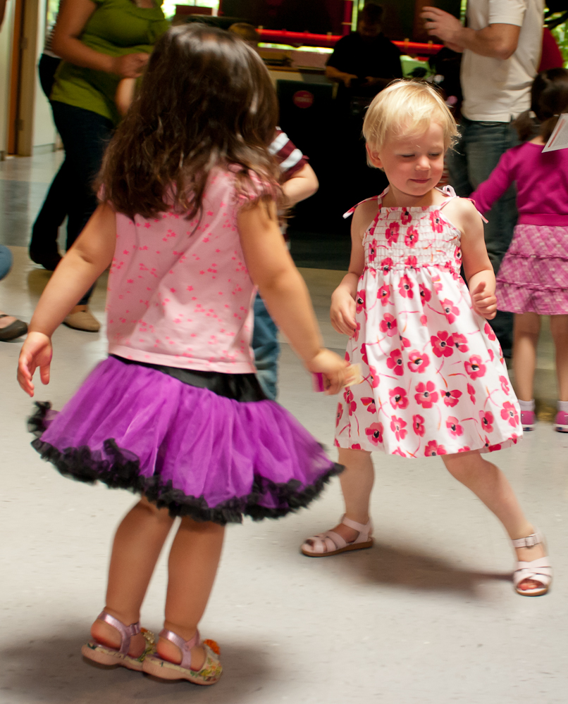 20120428-uccc family dance-4517.jpg
