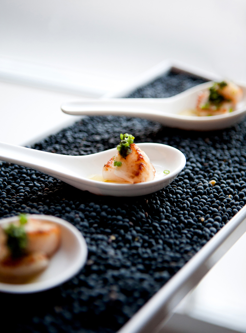 Seared scallops with Thai chile sauce