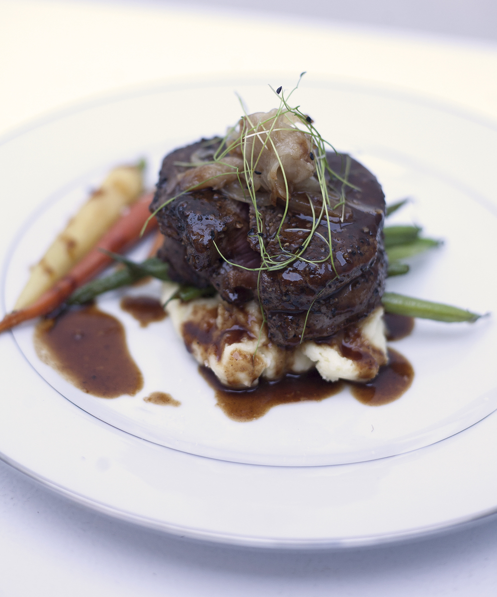 Filet of beef tournedo with red wine sauce and braised shallots