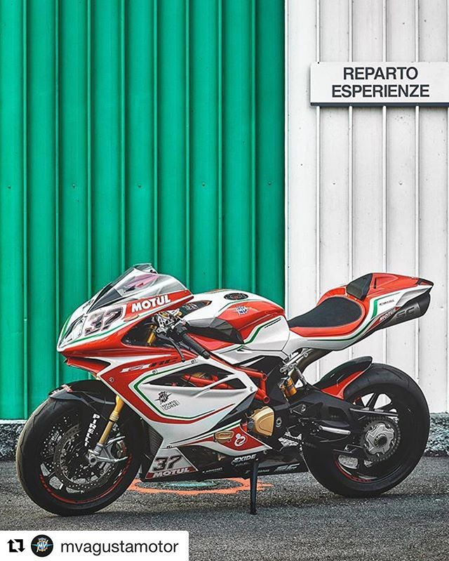 Green White and Red #italiansdoitbetter #theygotskills  F4RC on there way!!!! #Repost @mvagustamotor with @repostapp ・・・ She got skills... #F4RC #mvagusta #mvagustamotor #mvagustaF4RC #MotorcycleArt 📷 @rock_and_rollei