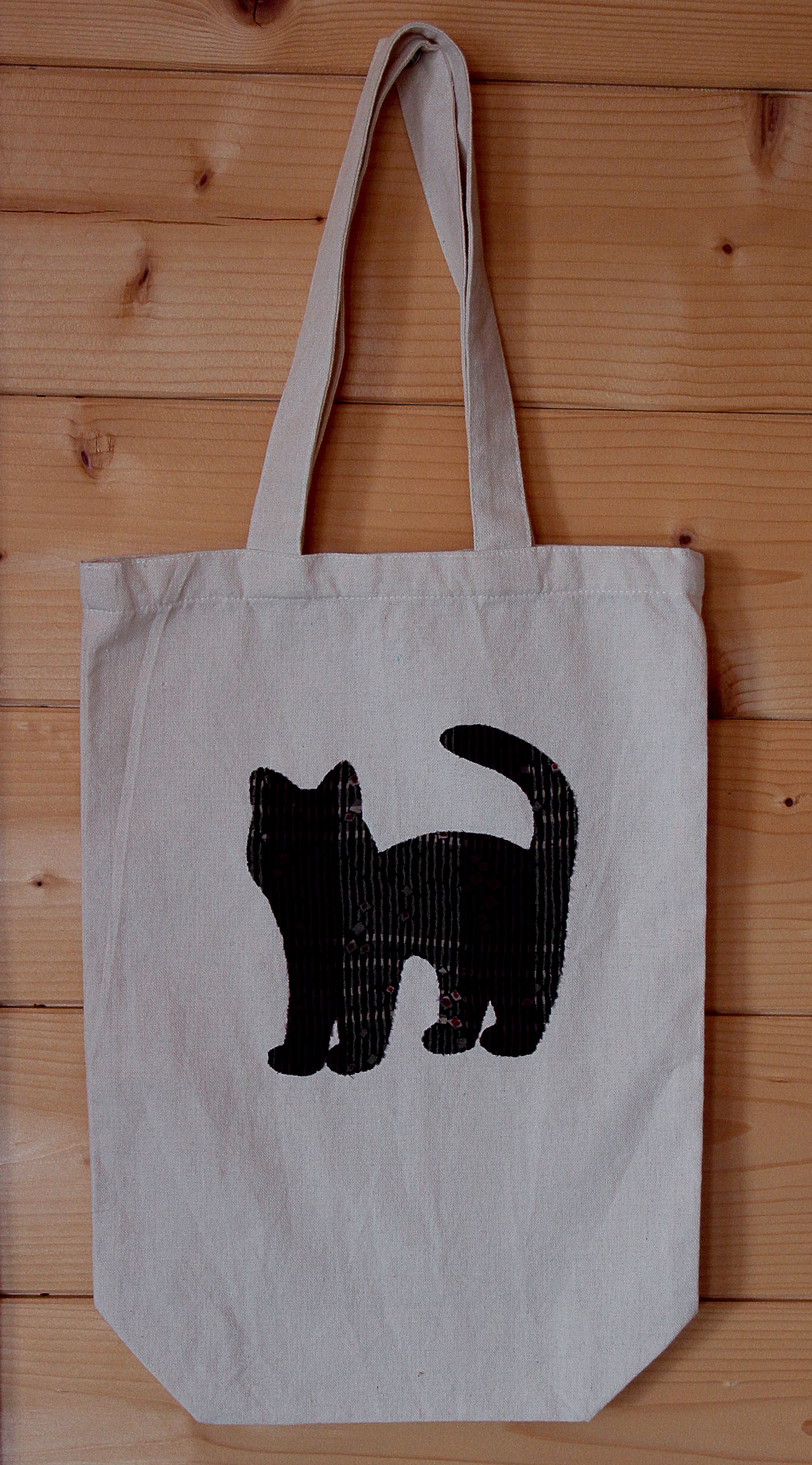 Tote bag with cat design made from kimono