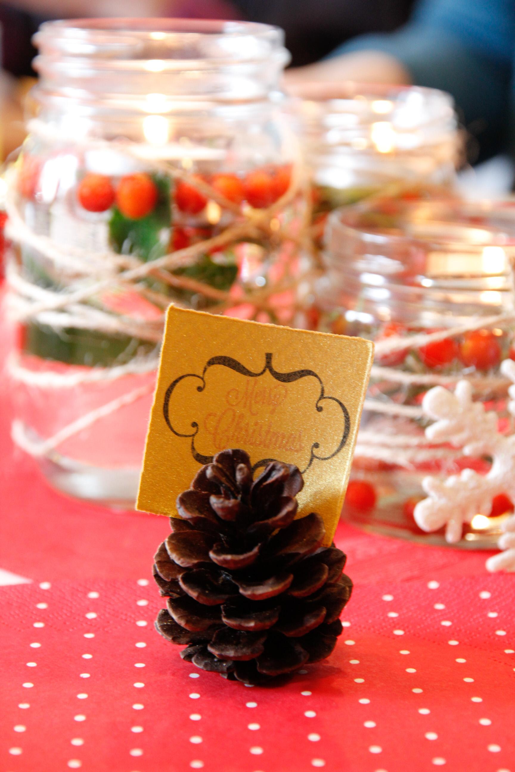 どんなクリスマスのメッセージかしら Christmas message on a pinecone