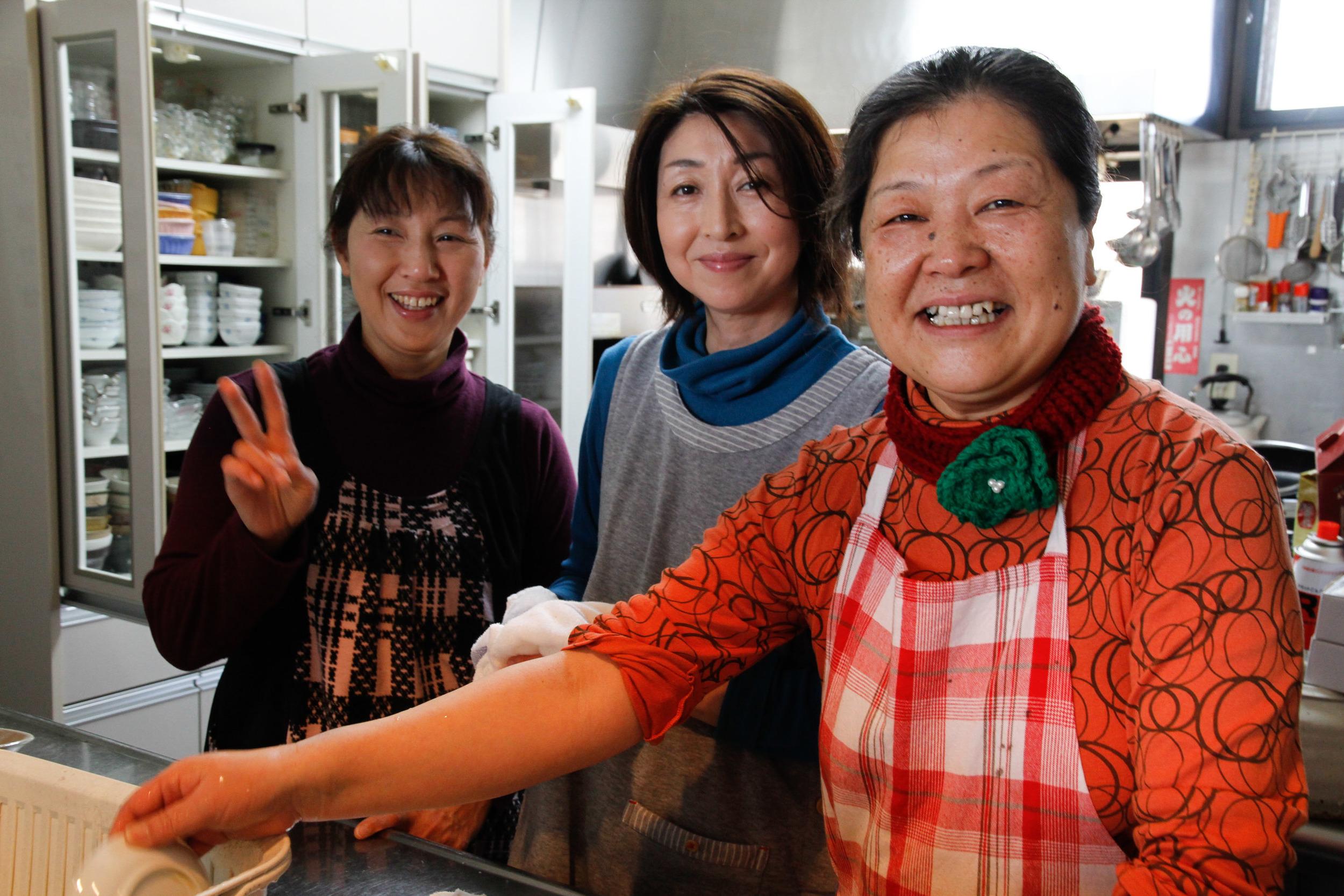 お料理をしてくださった方々 Our wonderful cooks and friends!
