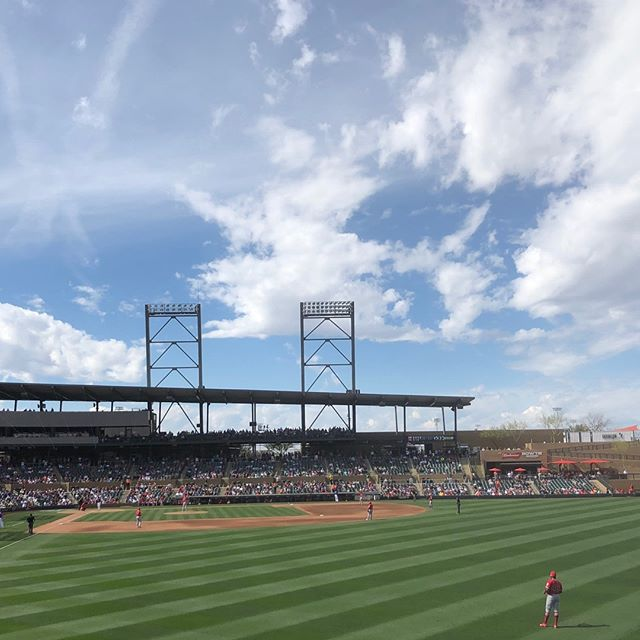Cant beat this beautiful AZ weather...perfect day for a ballgame ⚾️ 🌵// #junkiethreads #springtraining #azweather