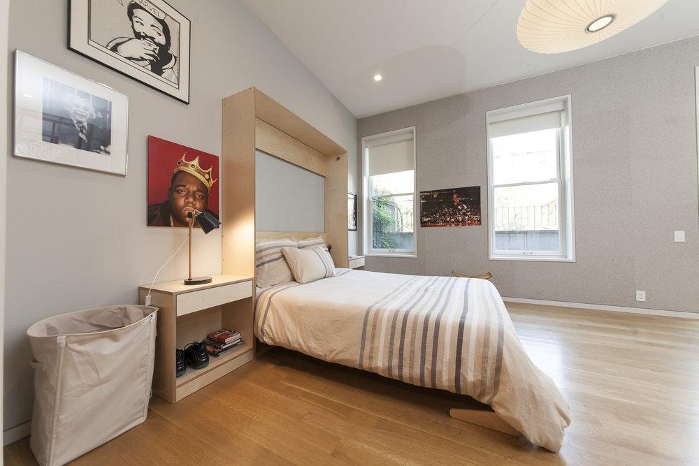 queen sized murphy bed