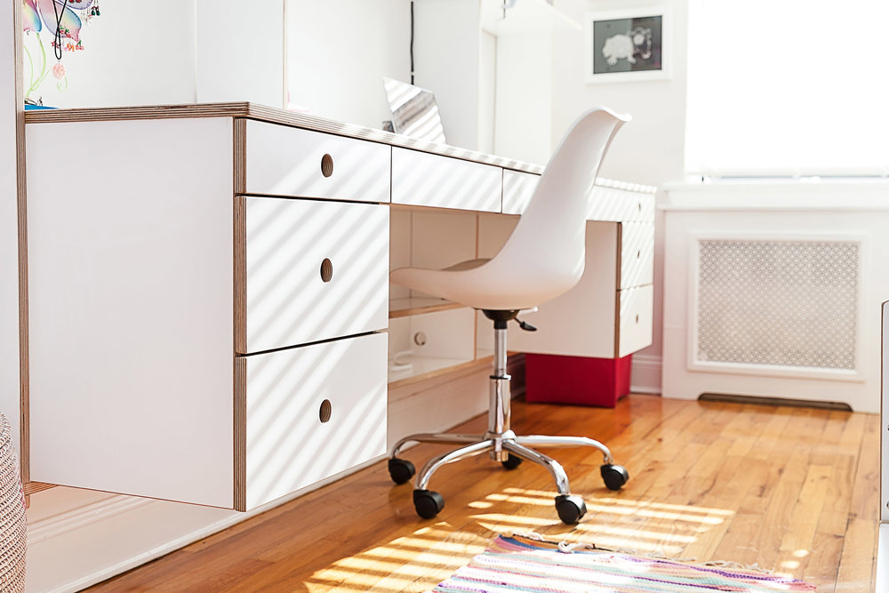 white floating desk casa kids