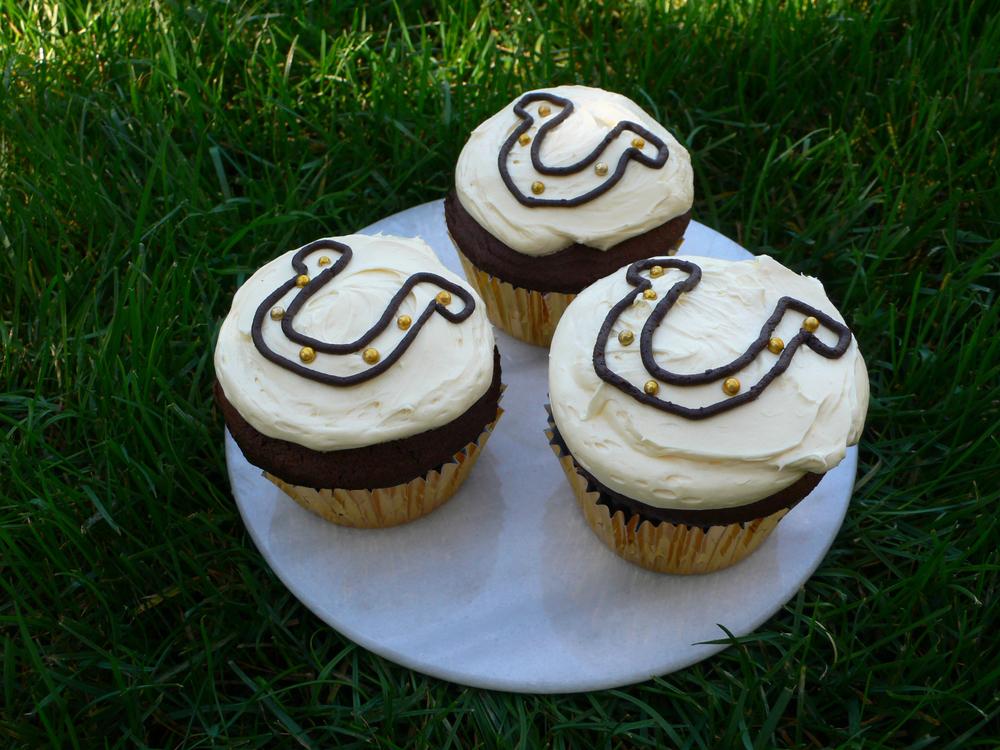 Lucky Horseshoe Cupcakes!