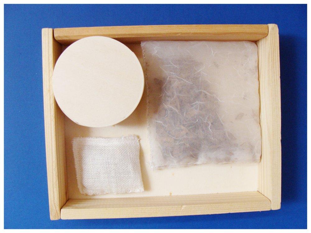 12 Scatola in legno contenente percorso olfattivo.JPG