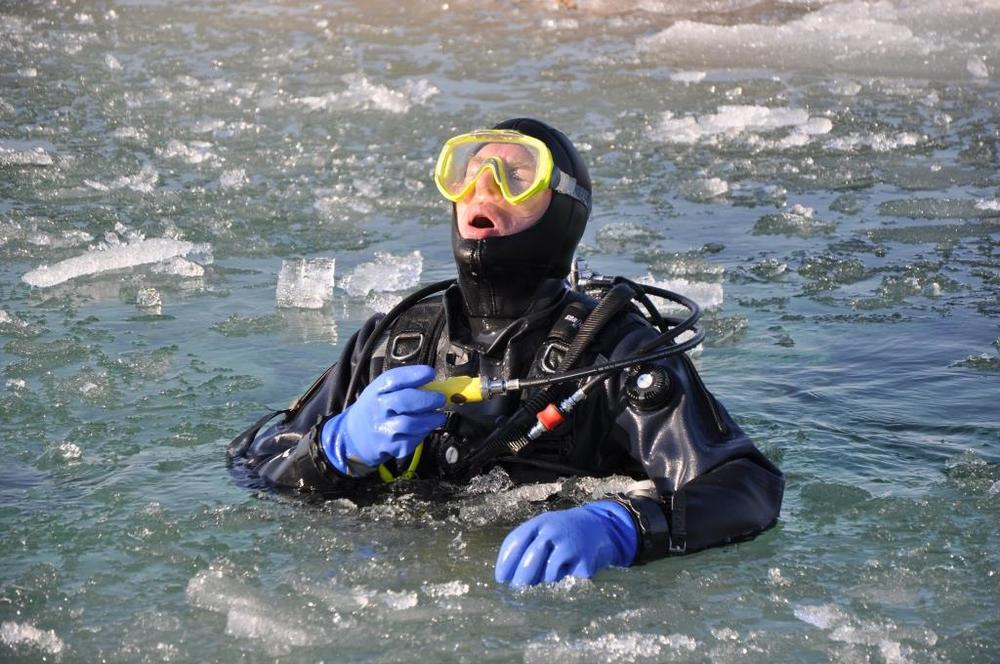 Blog me ice dive me open mouth.jpg