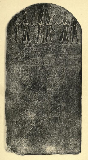 The photograph of the Merenptah Stele in Petrie's 1897 report, showing the difficulty of reading the hieroglyphs on the rough surface. Height: 3.2 m (currently in the Cairo Museum).