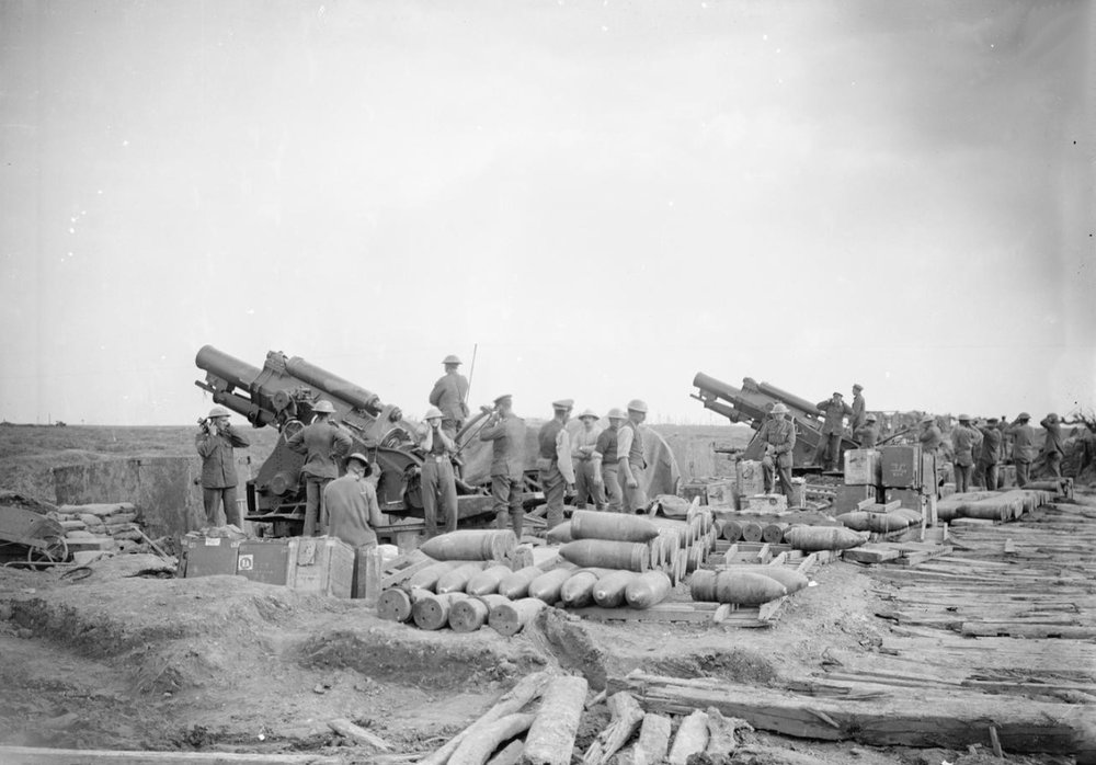 Two 9.2 inch howitzers of the Royal Garrison Artillery about to fire, 4 October 1917 (photo: Lieutenant John Warwick Brooke, © IWM (Q 7269)).