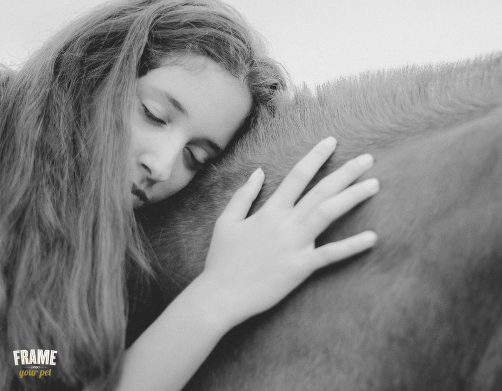 romantinc photo of girl with horse