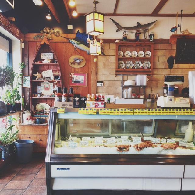 dirks-seafood-shop.JPG