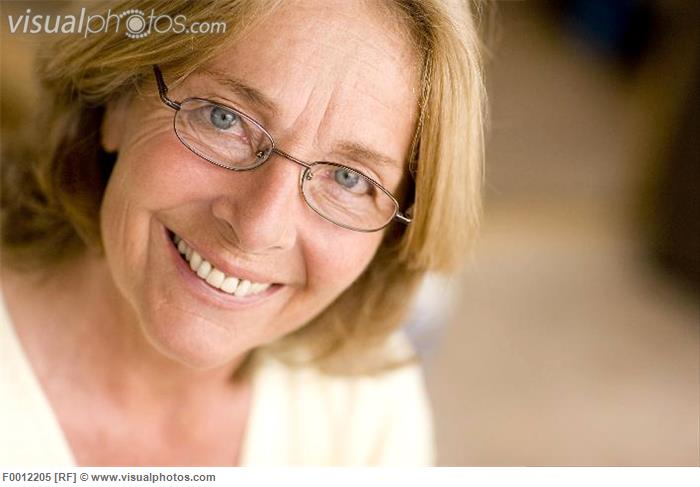 model_released_happy_middle-aged_woman_F0012205.jpg