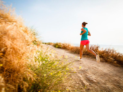 01-123-woman-running-outdoors-outdoor-fitness--diet-wellbeing-med.jpg
