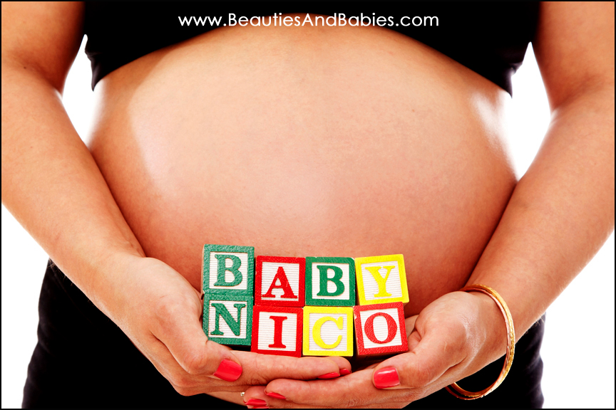 pregnancy_portrait_baby_blocks.jpg