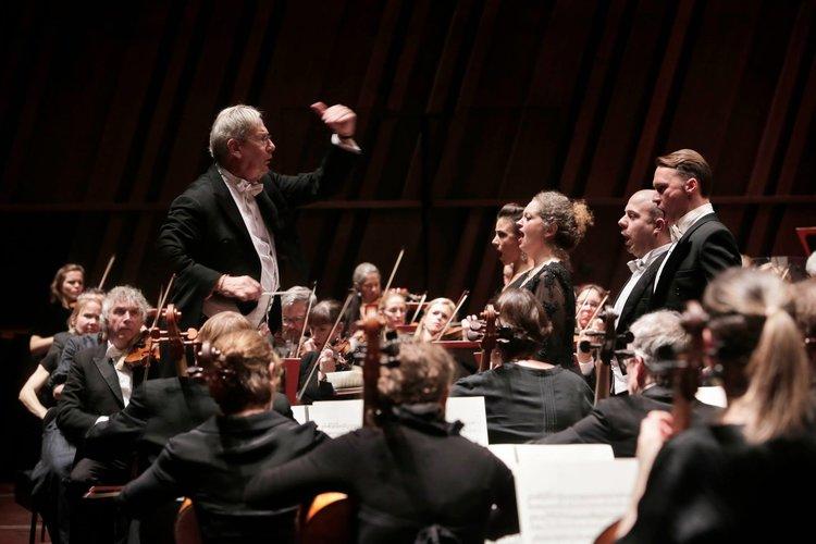 Corinne Winters is 'Spellbindingly Regal' in Verdi Requiem — Verismo