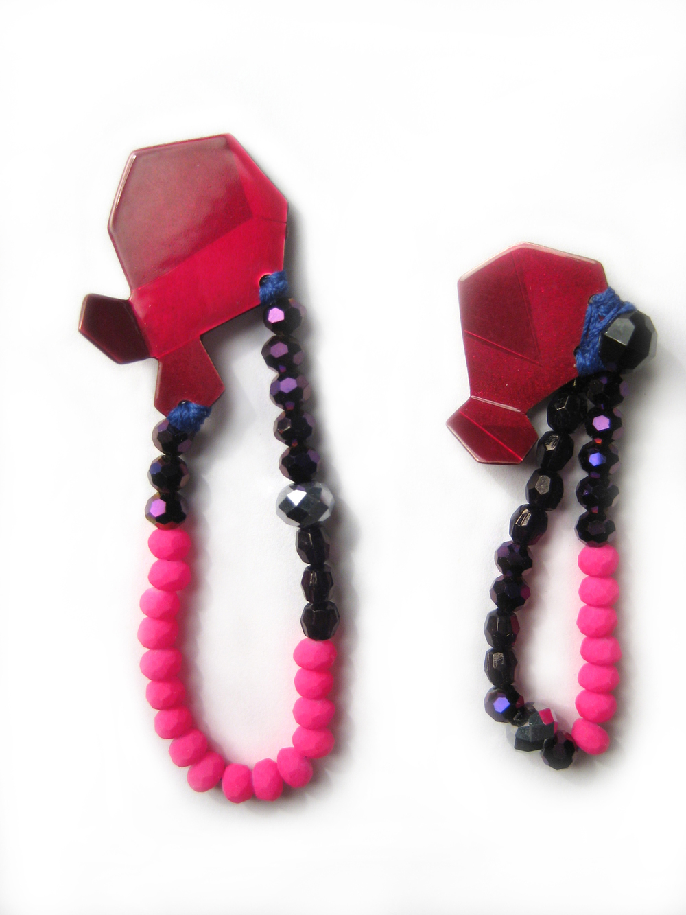 E3 Voegele, Stephanie small raspberry geometric shape with purple, hot pink & black beads.jpg