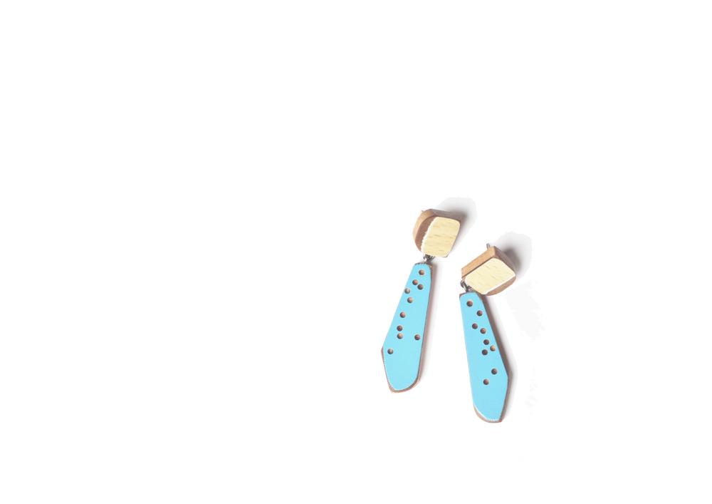 E7 Vanmol, Karen natural color on top, blue on bottom.jpg