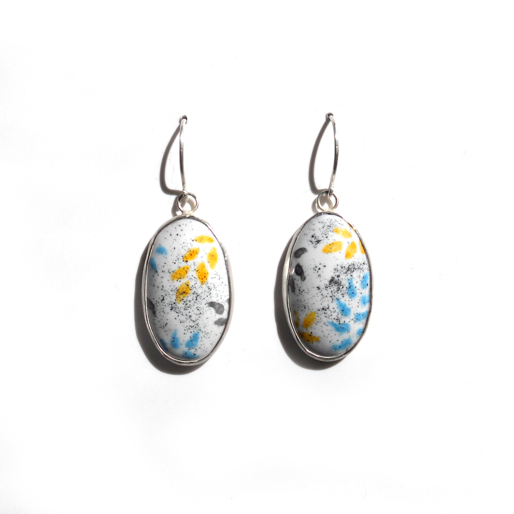 EE10 Absil, Nicolette small oval with spring grass pattern, black, yellow & blue, sterling, vitreous enamel, copper.jpg