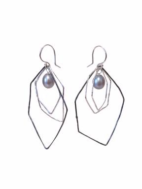 E1 Graff, Missy (MG1) 1 oxidized silver hoop, 2 polished silver hoops, 1 blue freshwater pearl.jpg