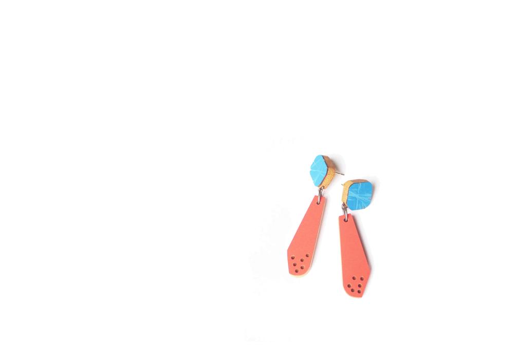 E6 Vanmol, Karen blue on top, coral on bottom.jpg