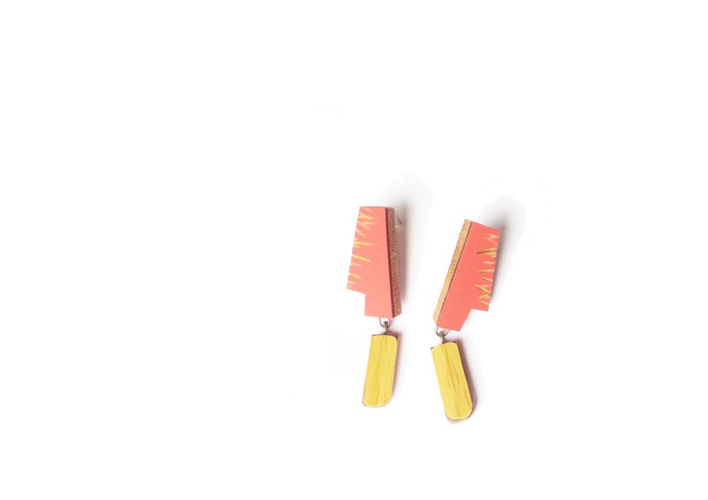 E8 Vanmol, Karen coral on top, yellow on bottom.jpg
