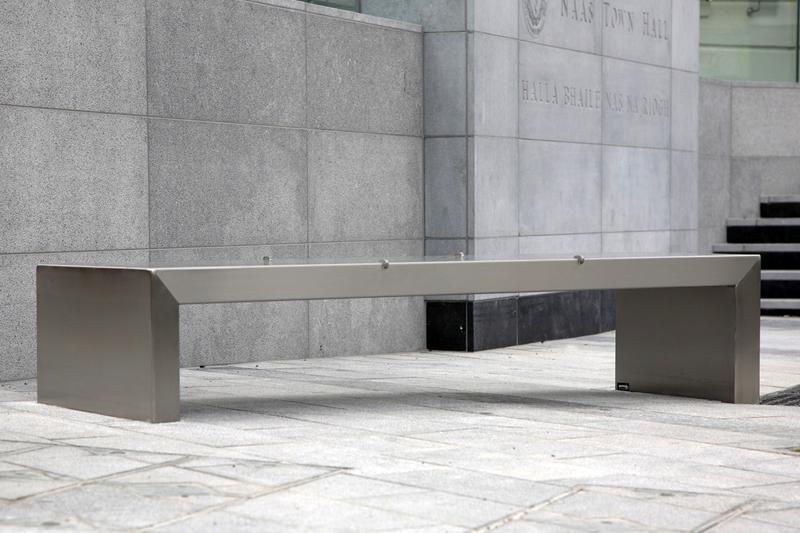 s06 bench