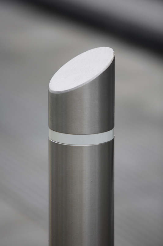 s23ss sloped top bollard with reflective band