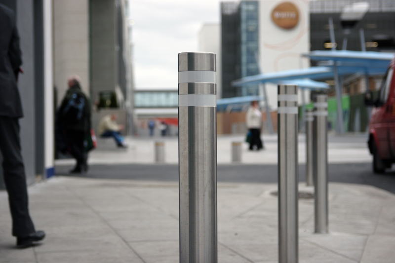 s23ss bollard with reflective bands