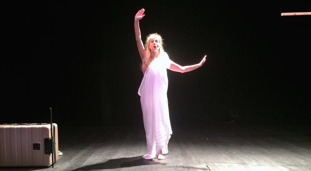 Evi Stamatiou performing Caryatid Unplugged in MONOMAFFIA Pärnu Teatrifestival 2014