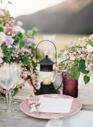 rustic-lilac-wedding-reception-table-ideas.png