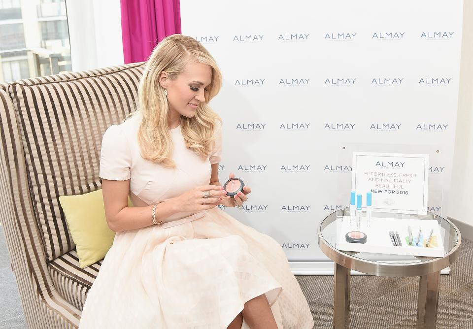 Carrie Underwood attends Almay Fresh-Faced Beauty Day in 2015.(Photo by Michael Loccisano/Getty Images for Almay)