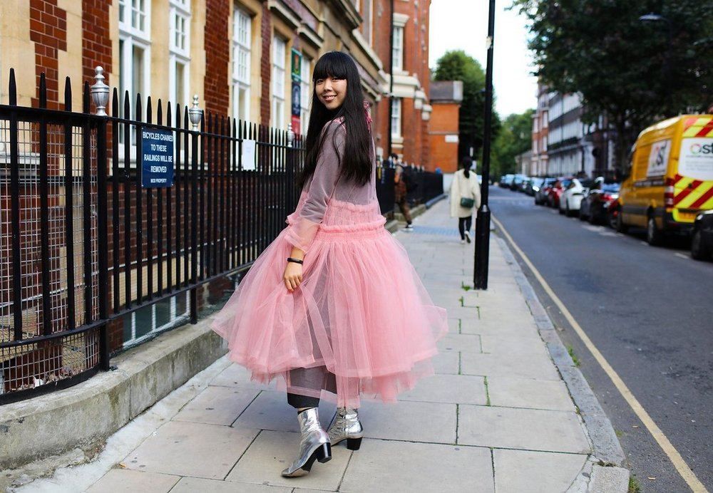 Susie Lau During London Fashion Week Spring 2016 Photographed by: Phil Oh