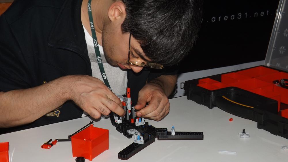 Participante de BH com o Lego