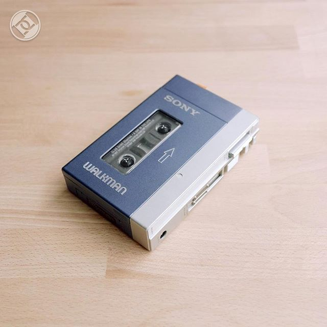 Dia 1º de julho de 1972 a @Sony lançou seu primeiro #walkman e mudou o jeito como escutamos músicas on-the-go. Parabéns para esse pequeno aparelhinho! #Tecnologia #Roadsec #Retro #DontStopHacking #Old