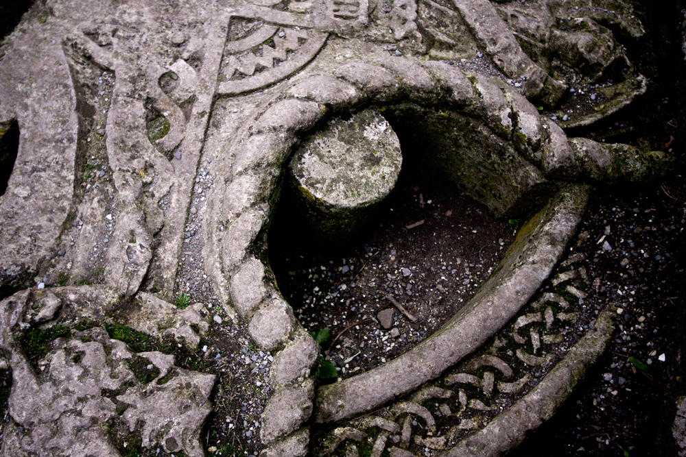 fallen-tombstone,-Rock-of-Cashel.jpg