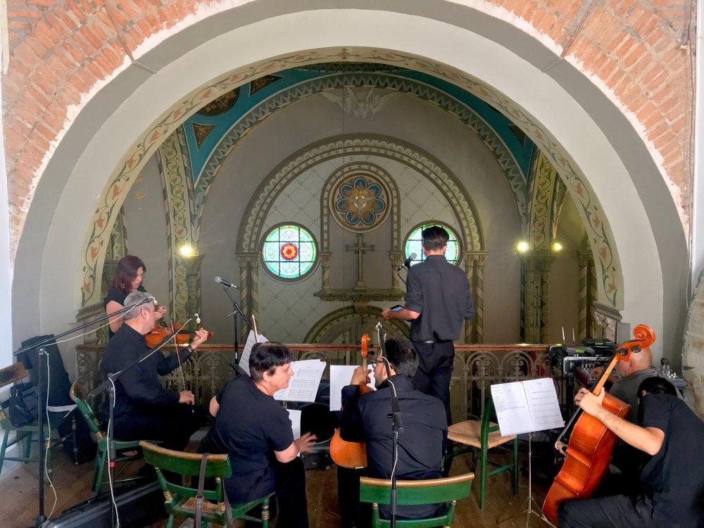 Ceremonia en la capilla, cuarteto de cuerdas, voz femenina y masculina.