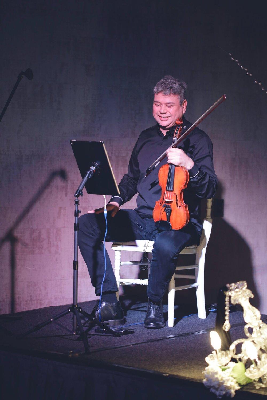violinista con pistas