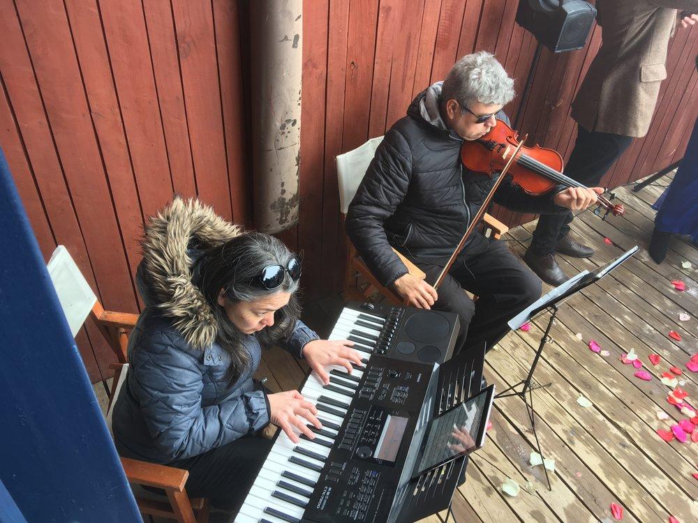 músicos en la nieve