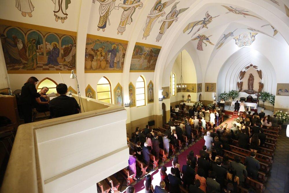 Iglesia Nuestra Señora de los Angeles, El Golf, Las condes. Coro en matrimonio en iglesia El golf, músicos para matrimonios.