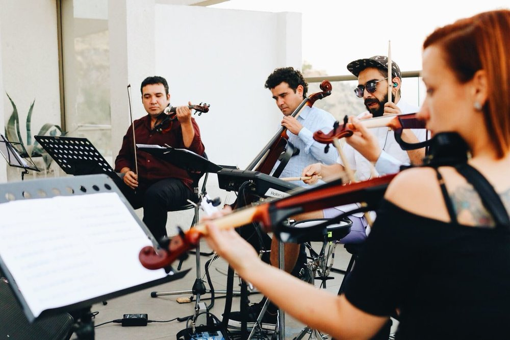 electric string quartet cuarteto de cuerdas electrico violinista cello chile