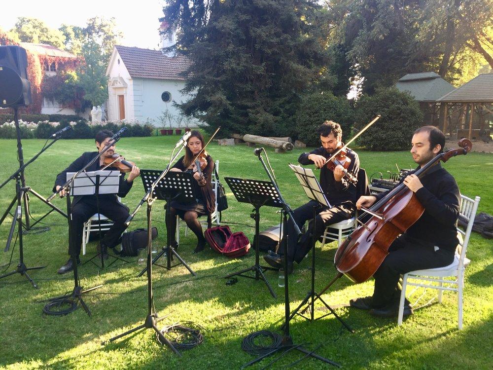 Cuarteto de cuerdas en san miguel de tango ceremonia al aire libre