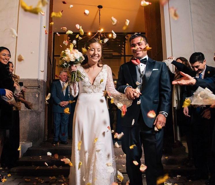 salida de los novios ceremonia de matrimonio religioso, coro y musicos agez chile