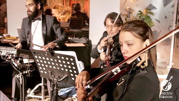 Electroclásicos cuarteto de cuerdas eléctrico músicos para eventos Agez Chile