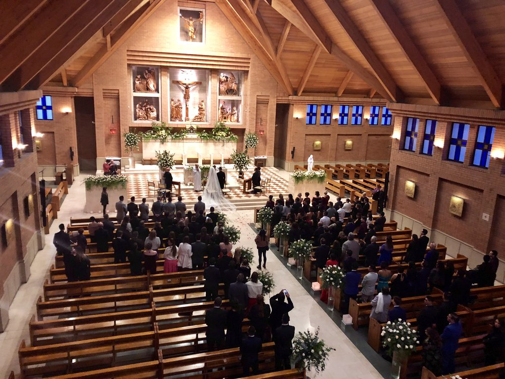 Los novios eligieron para su ceremonia cuarteto de cuerdas y piano.  El repertorio fue muy personalizado, la entrada del novio y la comunión fueron arreglos musicales que hicimos especialmente para ellos.