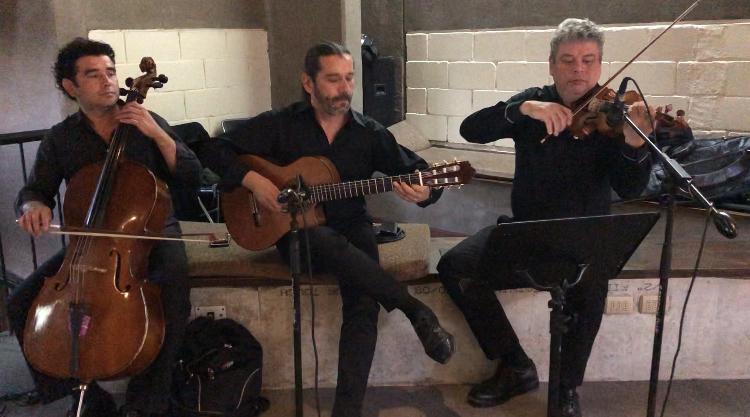 Musicos para matrimonios, Agez Chile
