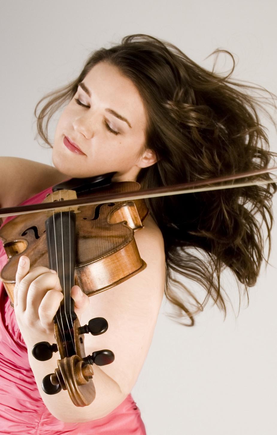 Jennifer Stumm (Viola)