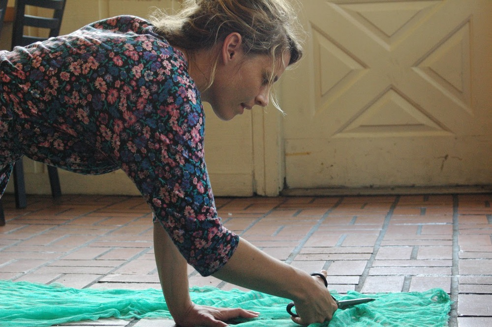 Amy Seimetz making a mermaid costume for Sun Don't Shine.