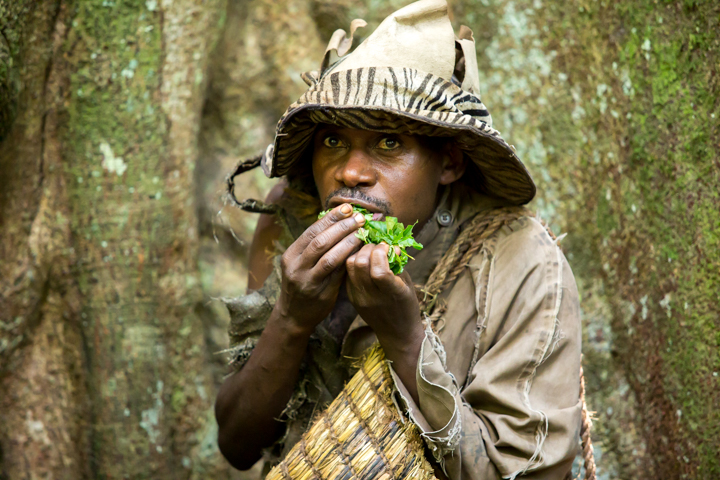 professional-photography, orlando-travel-photographer, uganda, the-people-of-uganda, pygmies, medicine-man, bwindi-national-park, www.dynamitestudioinc.com-26.jpg